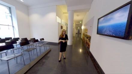 Im Bundesministerium für Justiz und Verbraucherschutz erinnert Kunst an die DDR Verkündung der Reisefreiheit
